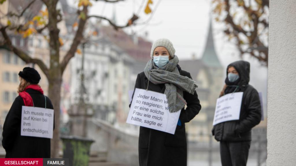 Rund 30 Frauen haben an diesem Mittwoch Aussagen von Frauen aufgegriffen. (Bild: Zentralplus, Natalie Boo)